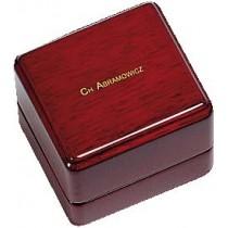 Ringetui aus Holz mit Ledereinlage, LxBxH 60x55x50 mm. Erhältlich bei Abramowicz, dem Juwelier Ihres Vertrauens seit 1949, aus Stuttgart, Rotebühlstr. 155